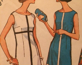 Nice Vintage Sheath Dress With Panel Detail---McCalls 7228---Size 12  Bust 32