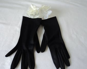 Beautiful French vintage ladies black gloves  (04777)