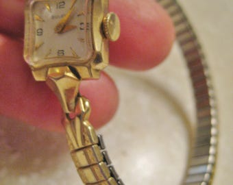 VINTAGE 1950'S  Ladies Bulova wind up watch 10 k gold plate*** Free Shipping