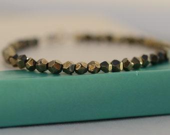Pyrite bracelet. Dainty Pyrite bracelet. Minimalist bracelet. Gemstone bracelet. Layering bracelet