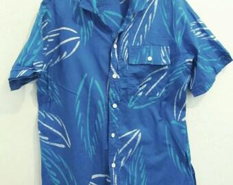 A Men's Vintage 80's,GR00VY Blue Short Sleeve HAWAIIAN Type By CARIBELLE BATIK.L