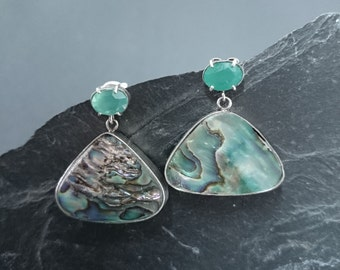 Earrings of Haliotis and chalcedony green in silver, made by hand