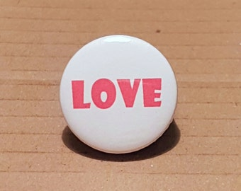 Love Badge, Love Button, I love you badge, I love you pin,Gift for wife, Girlfriend Gift, Sister Gift, Mothers Day Pin, Hippy Badges