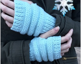 READY KNIT - Fingerless gloves- acrylic yarn - pale blue