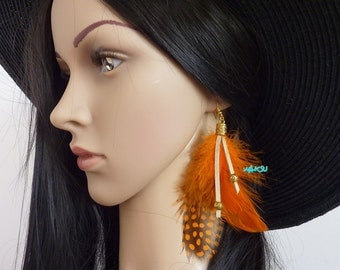 Earrings with feathers and beads, golden tip