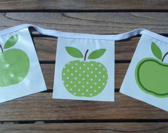 APPLES Indoor Outdoor Bunting, Waterproof Bunting, Garden Bunting, Wipe Clean Bunting, Oilcloth Bunting, 2.5 metre, 9 Flags, Fruit Bunting