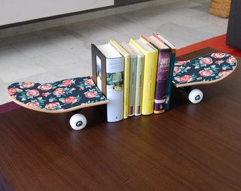 Cadeaux pour Skater: Petites Roses Double Skateboard Serre-livres par Skate-Home