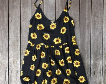 Vintage 90's Sunflower All Over Print Women's Size 8 Playsuit Retro Boho Hippy Gypsy Summer Sunflower Floral Print Playsuit 90's Fashion