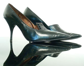 Vintage shoes Botticelli . Italian 1960's black stiletto heels . High heels retro all leather pointed toes .