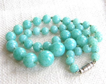 vintage GREEN glass beads necklace ~genuine old ~ PEKING GLASS ~   A1897