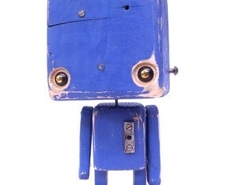 Recycled wood - the big blue robot