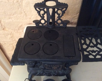 Crescent Miniature Cast Iron Stove - with minuature components