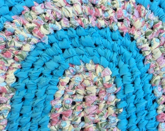 "Small Oval Rug. Turquoise, pink & yellow splashes. Scalloped edge. Nursery, RV Bath, kitchen, entry. Machine Washable! 22"" x 17"""