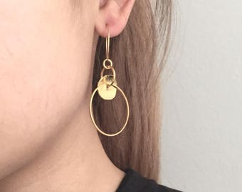 Structered disc circle hoop earrings