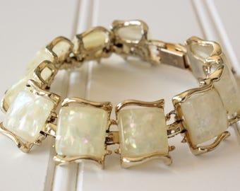 Vintage Coro Pegasus Pale Yellow Confetti Lucite Bracelet Gold Tone