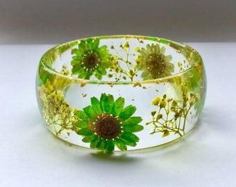 Green daisy bangle