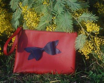 Pochette rouge et bleue en cuir