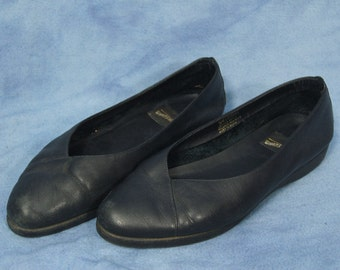 Vintage 80s 90s What's What Flats // Black Slip On Sneaker Flats // size 7.5