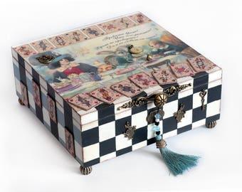 Alice in Wonderland Jewellery Box, Alice in Wonderland Trinket Box, Jewellery Box, Treasure box, Wonderland box, Decorated box, Keepsake box