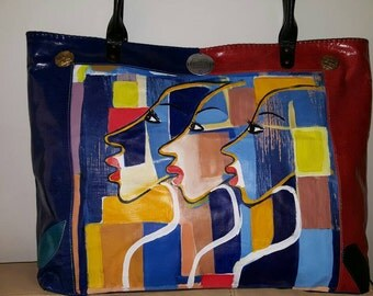 Handbag in leather and painted canvas.