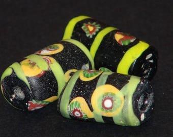 v22-   3 Venetian fancy beads
