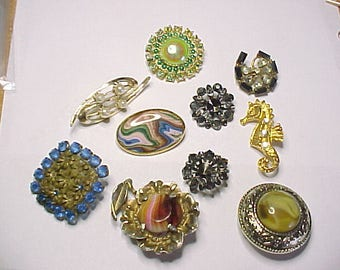 Assortment of brooches- spares or repairs