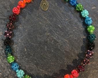 Kurze Handgemachte / Handgemacht Perlen Halskette aus Toho Perlen. Mit Hamsa Hand der Fatima Anhänger.