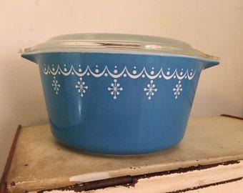 Vintage Pyrex #473 Blue Snowflake Lidded Dish
