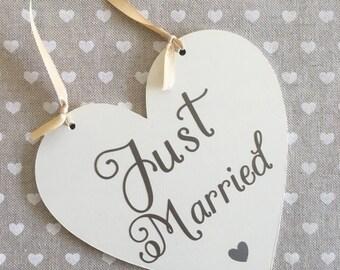 Just married sign, wedding photo, wedding sign, photobooth prop, wedding heart, wedding gift