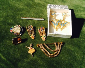 Collection of jewellery including exclusive earrings