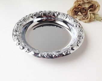Vintage Round Silver Metal Tray / Silver Tray / Vanity Tray / Silver Vanity Tray / Vintage Silver Tray / Metal Tray / Ornate Tray