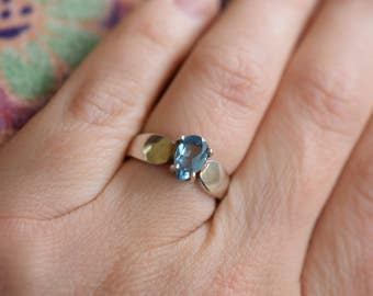 Blue Gemstone Pear Cut Solitaire Vintage 925 Silver Ring, US Size 5.0, Used
