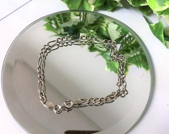 A Beautiful Vintage 925 Sterling Silver Link Bracelet