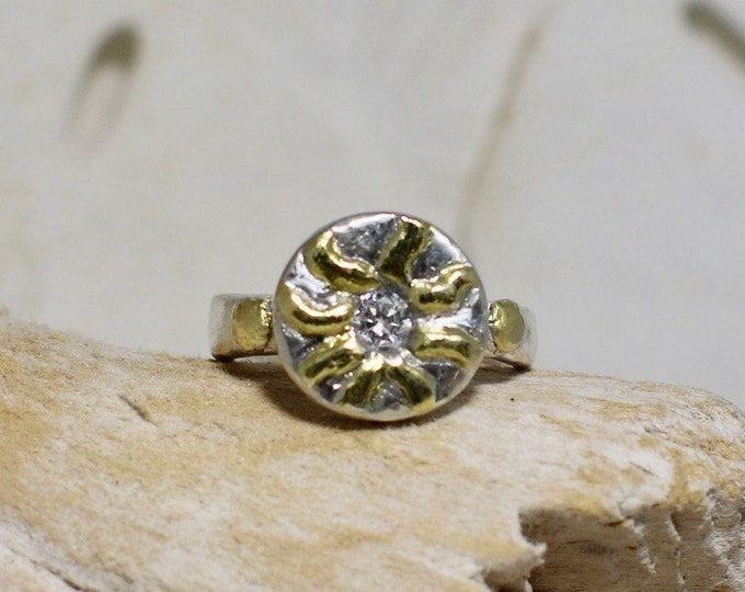 Fine Silver Ring With Gold Plated Raised Sun Bursts and 4mm CZ Size 7.5