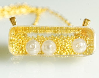 Necklace, gold, resin, pearls