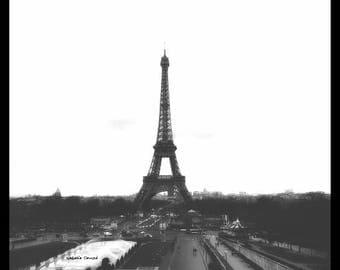 Black and white Paris photography Tour Eiffel Paris l'oubli 20 cm x 20 cm