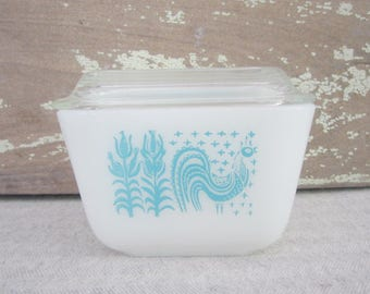 Small Vintage Pyrex Butterprint Refrigerator Dish With Cover Vintage Blue & White Rooster Pyrex