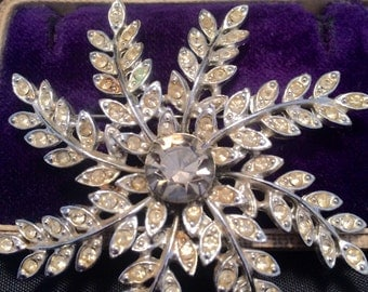 Vintage Jewellery, Vintage Brooch, Vintage Pin, Sarah Coventry Brooch, Snowflake Brooch, Star Brooch, Flower Brooch, Star Rhinestone Brooch