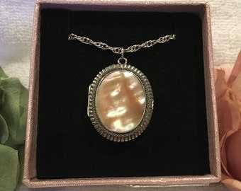 Wonderful Quality Vintage Silver OVAL LOCKET-Mother of Pearl Front & Back-46cm Sterling Silver Singapore Rope Chain (18 Inch)