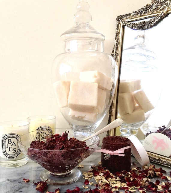 Organic Manuka Honey & Rosehip Facial Scrub