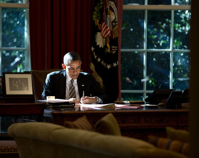 President Barack Obama at His Desk in the Oval Office - 5X7 or 8X10 Photo (ZZ-505)