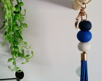Di—Handmade key ring with navy, blue and white polymer clay beads and a gold trigger clasp