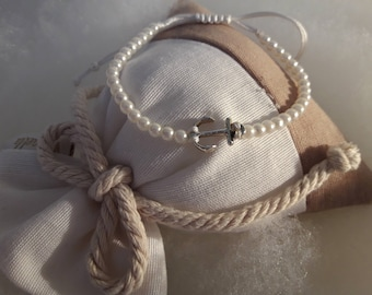 Bracelet of pearls with Rhinestone pendant
