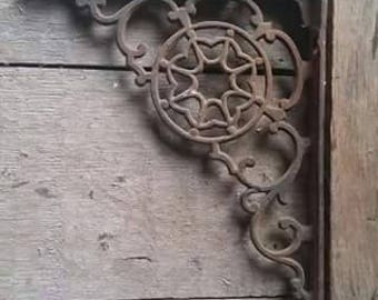Beautiful Vintage Cast Iron Wall Bracket