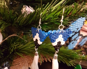 Earrings Triangle blue, black and white pearls with pompom in Hama midi
