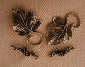 Pack of 4  Antique Brass Leaf Toggle Clasps