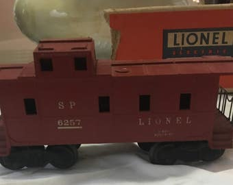 Vintage Lionel O Scale Postwar Dark Red Southern Pacific Caboose # 6257 Variation A