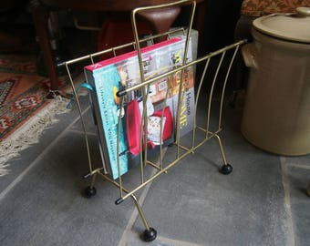 Vintage Gold Metal Magazine Rack, Retro Atomic Style Wire Magazine Holder, Newspaper Stand, Vintage Magazine Storage, 1960s Magazine Stand