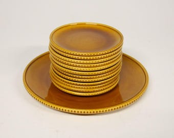 Noovo-pottery-Potterie triangle Houses Cakes set in yellow ochre