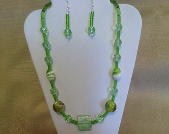296 Spring Green Round Faceted Beads and Tube Beads and Lamp Worked Glass Beads Beaded Necklace